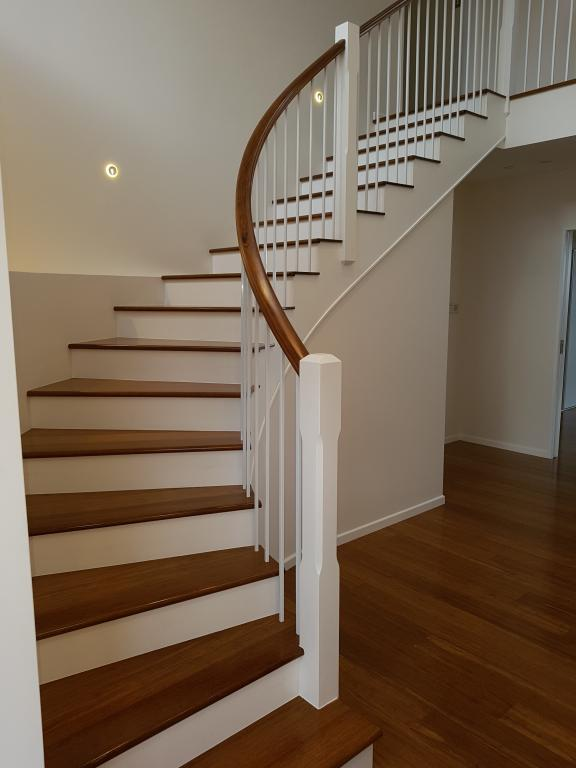 Curved Balustrade with White Balusters