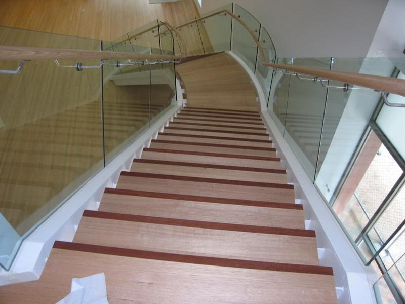 Round Hardwood Handrail with Ramp & Easing Bends